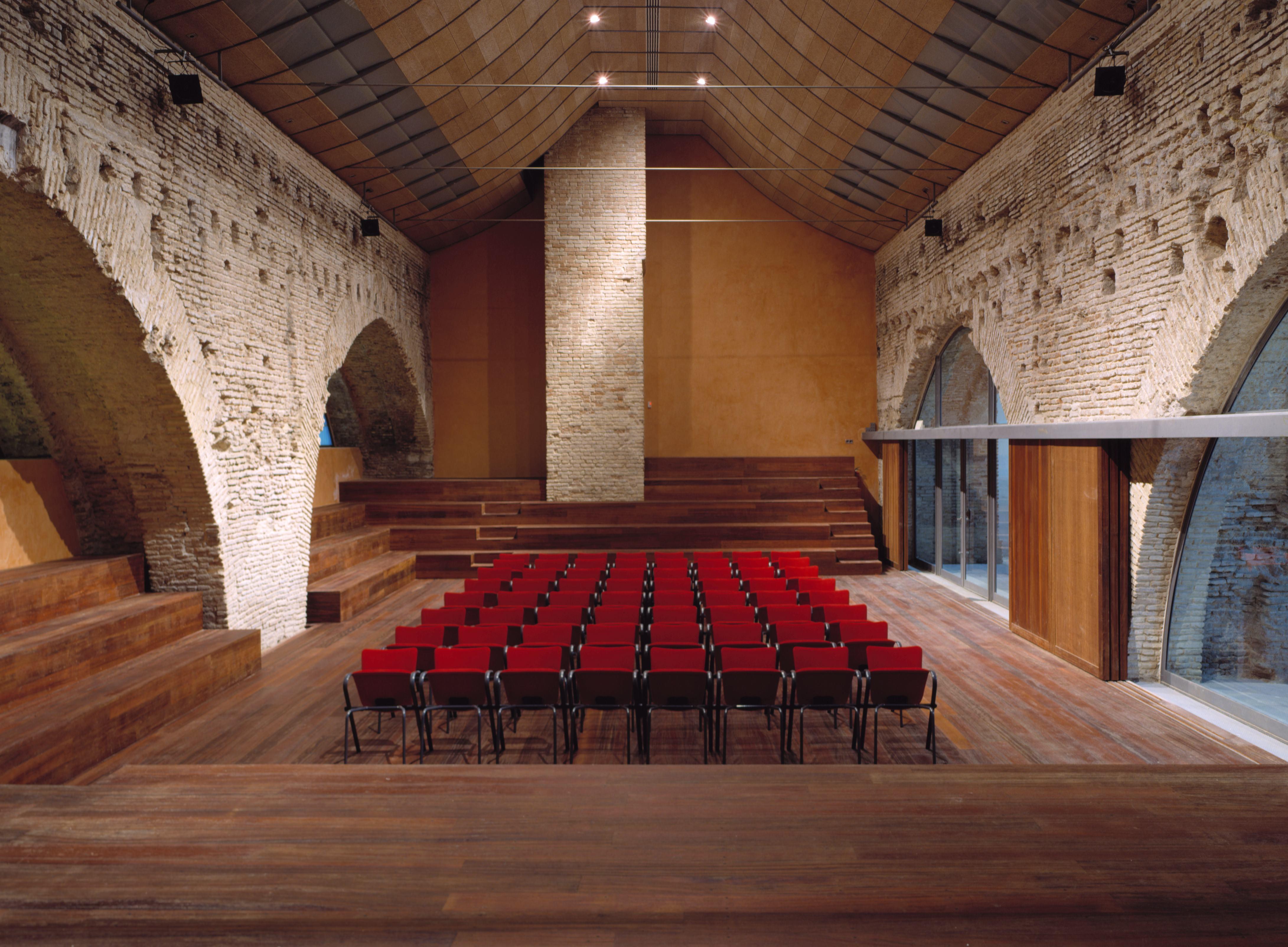 Sala de Fundicion Atarazanas de Sevilla. Mortero de cal y Estuco planchado. Color naranja calabaza